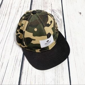 Jack & Winn Camo snap back hat small